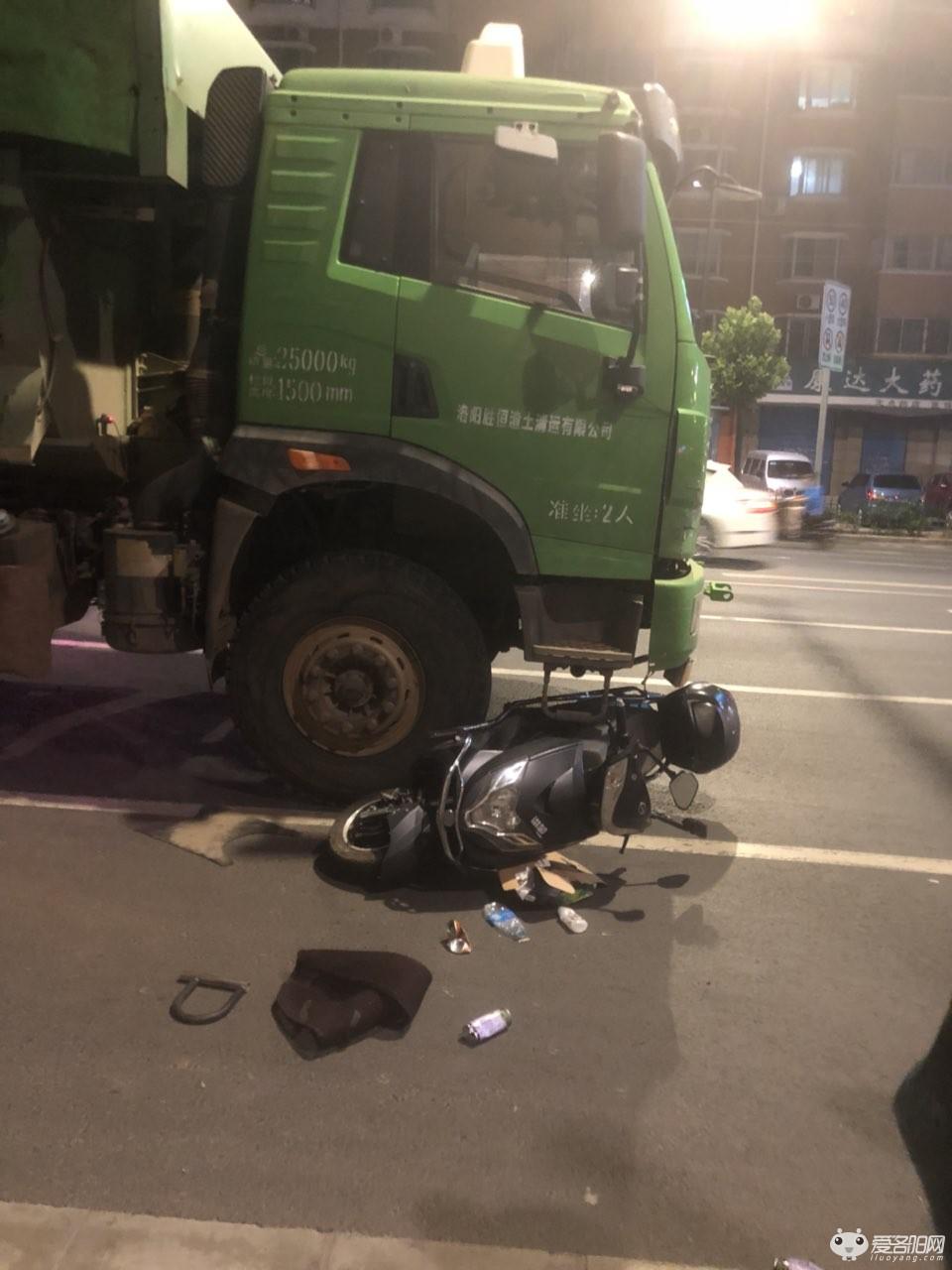 可怕 孟津新310和朝阳交叉口发生车祸,一女子被渣土车卷入轮下 人都浓了